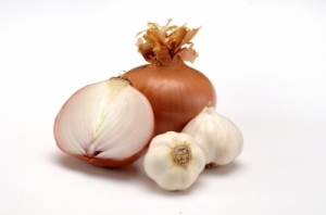 Natural Home Remedy Using Onions, Garlic and Milk